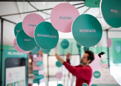 """Ausstellung """"#neuland: Ich, wir & die Digitalisierung"""" © Museum für Kommunikation Frankfurt, Foto: Sven Moschitz"""